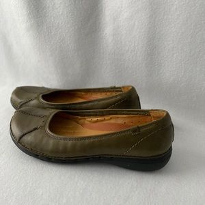 Clark's Unstructured Size 8 1/2M Olive Green Shoes